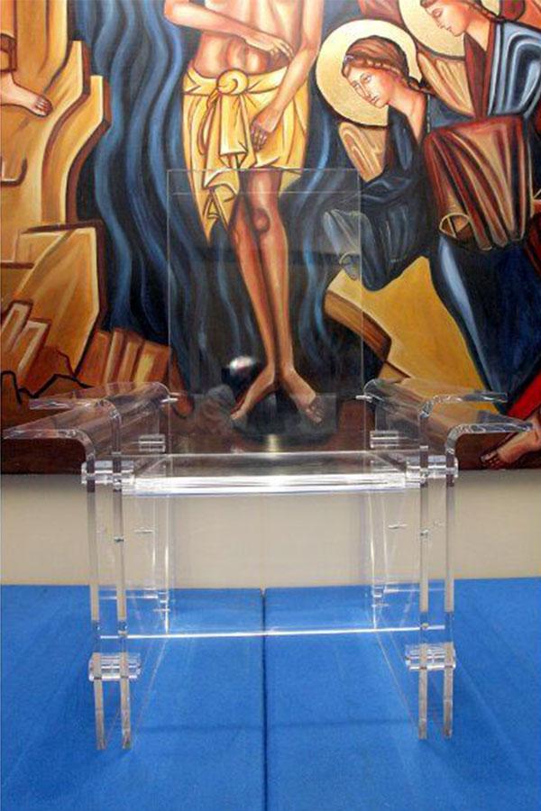 Arredi in plexiglass per sale liturgiche del cammino for Arredi liturgici cammino neocatecumenale