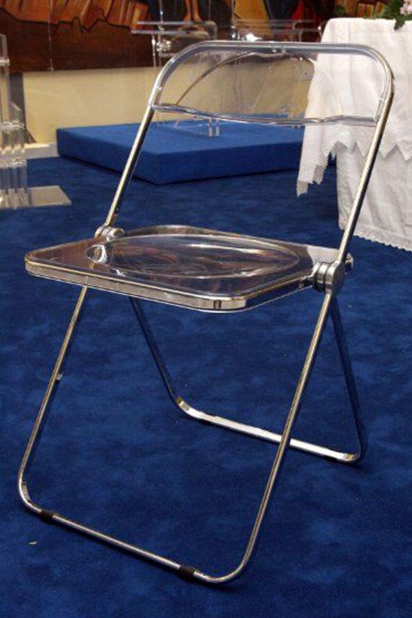 Arredi in plexiglass sedia modello plia for Arredi liturgici cammino neocatecumenale
